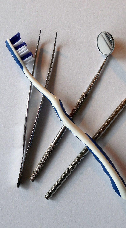 Zła sposób żywienia się to większe braki w zębach natomiast dodatkowo ich zgubę